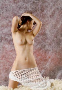 Худенькая девушка любит секс, ищет мужчину в Калуге